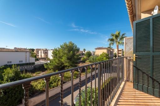 115584-haus-can-picafort-balkon-wohngegend