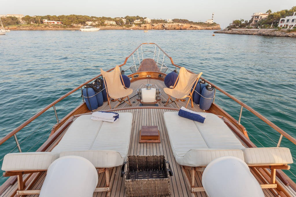 yacht-oliver-yachts-charter 3