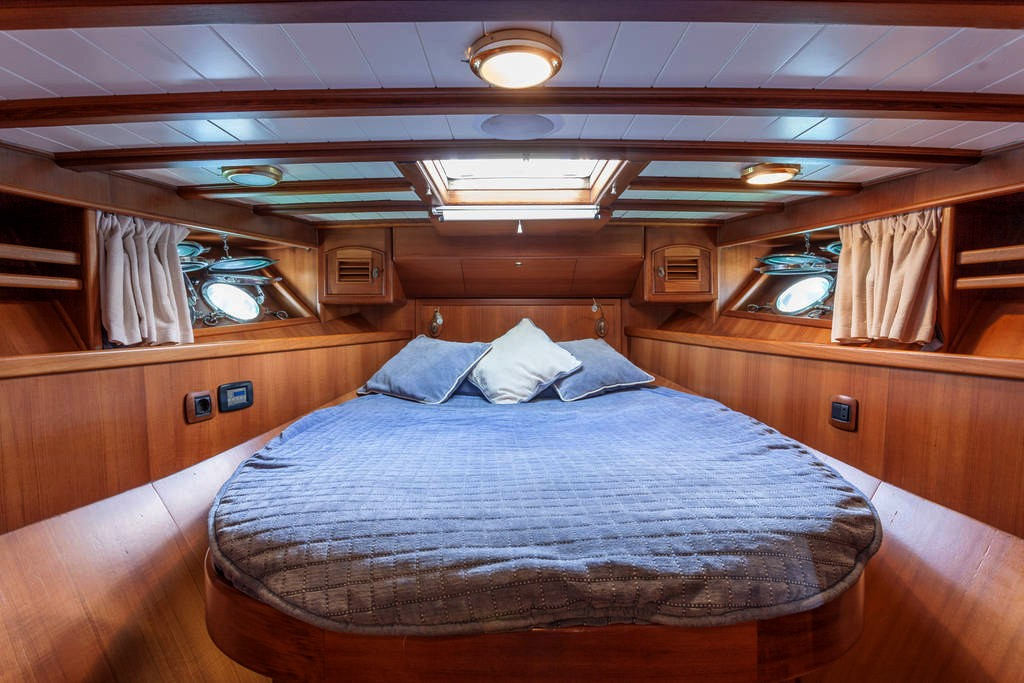 yacht-oliver-yachts-charter 12