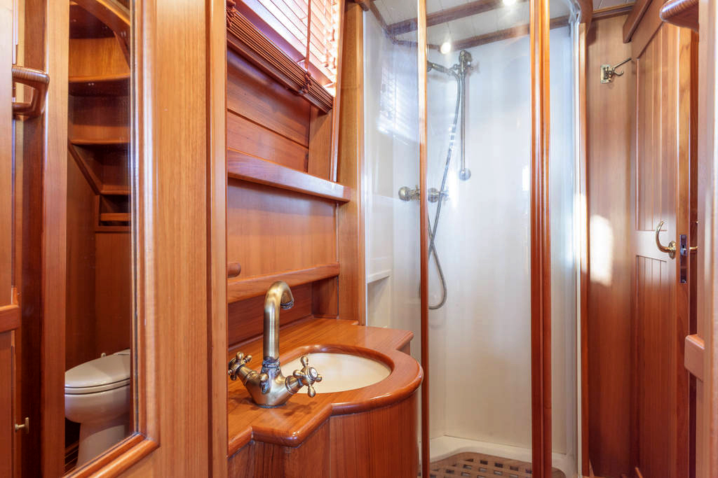 yacht-oliver-yachts-charter 14