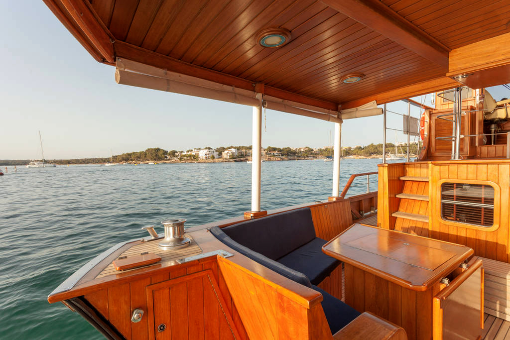 yacht-oliver-yachts-charter 13