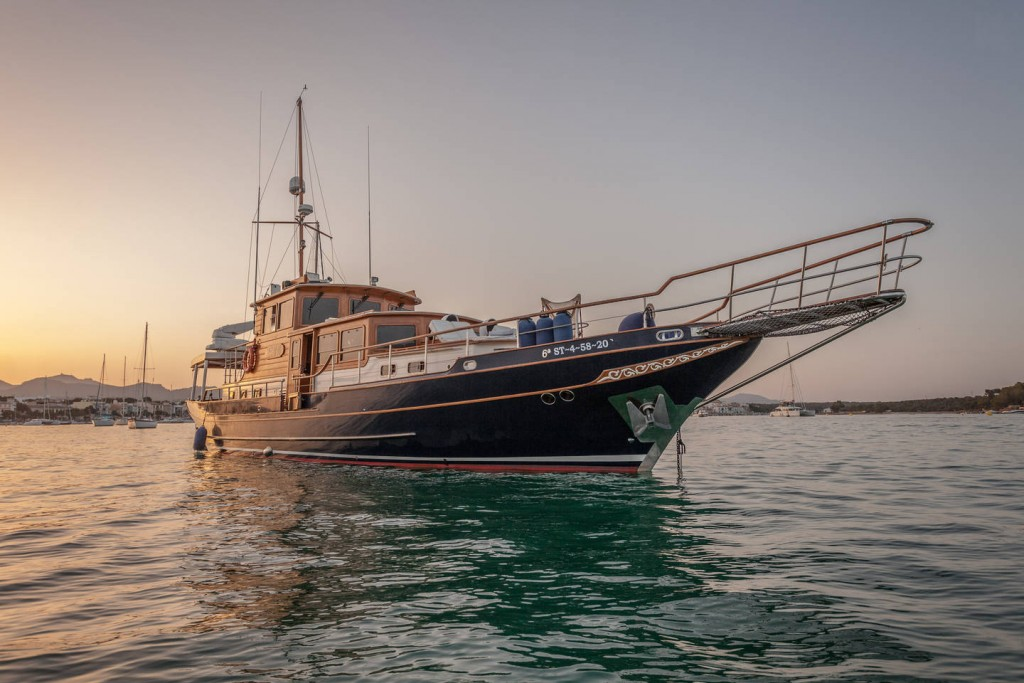 yacht-oliver-yachts-charter 1