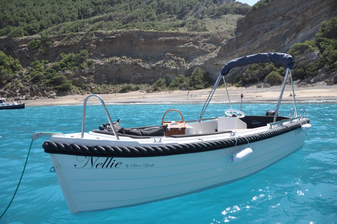 silver-yacht-495