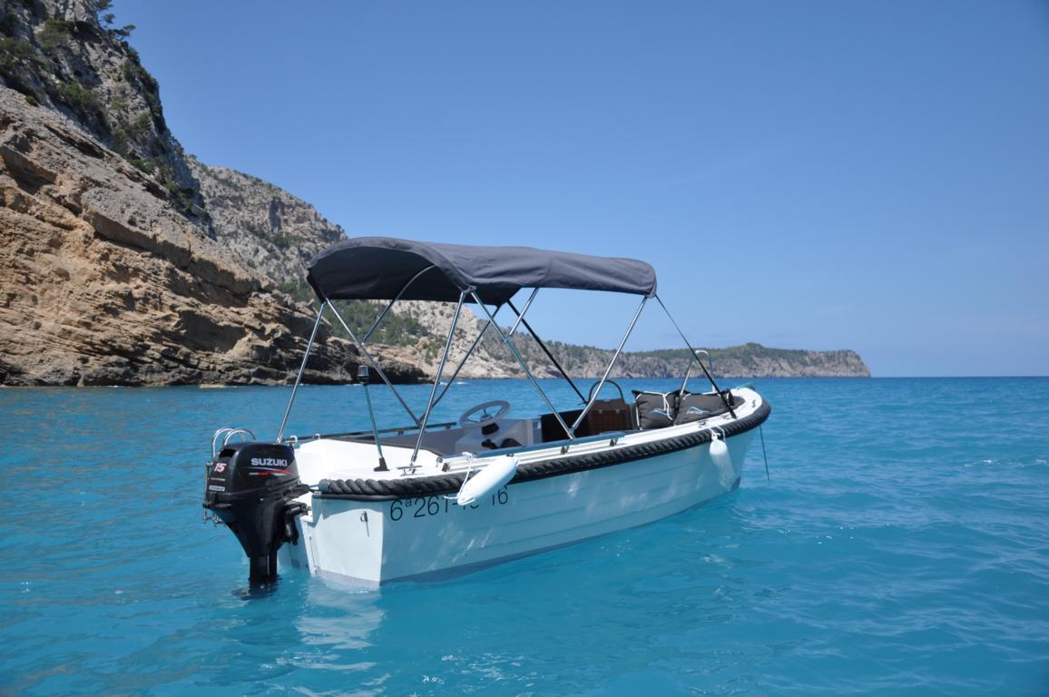 silver-yacht-495 13