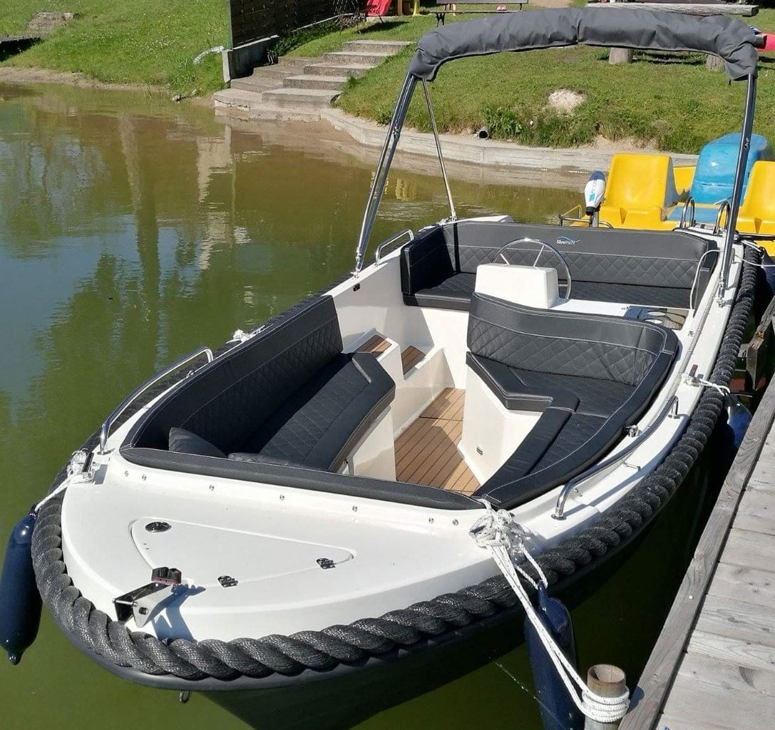 silver-yacht-can-picafort 1