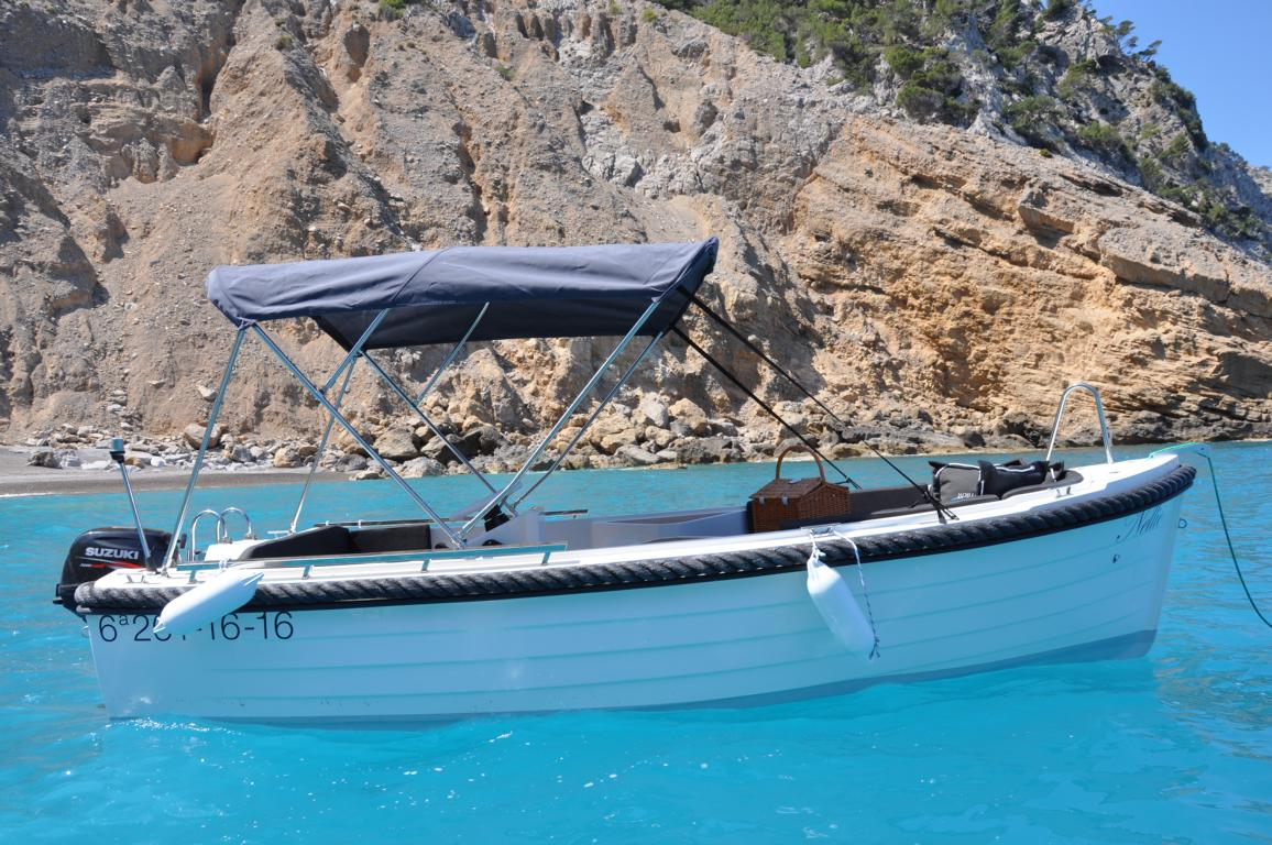 silver-yacht-495 11